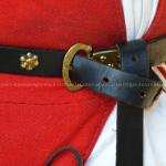 """Ricostruzione di cintura con fibbia a """"D"""" e borchie floreali (IMAGO ANTIQUA)"""